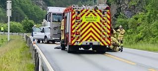 En alvorlig skadetetter kollisjon mellompersonbil og tankbil