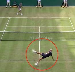 Spiller tennis - så skjer dette
