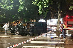 SISTE: Én død i ulykke med ambassadebil Tips oss 2200@vg.no 2200 0000 2200
