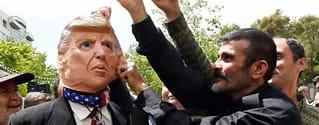 Kupp, revolusjon og «store Satan»: Derfor er det isfrontmellom USA og Iran