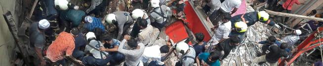 NÅ: Minst 40 fanget i kollapset bygg i India