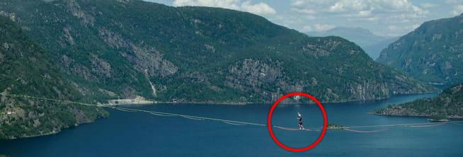 Her spaserer Martin 250 meter over havet: - 40 meter fra «mål» tok et vindkast meg