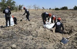 Grusomt funn i Syria: Over 300 lik hentet ut fra massegrav