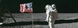 Derfor blafret måneflagget