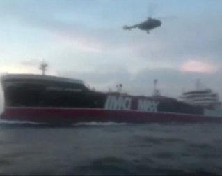 Britisk krigsskip protesterer: - Ikke ta skipet