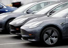 Hevder 3 av 4 Teslaer ble levert med feil