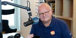 Finn Bjelke sluttet i NRK: - Har det mye bedre nå