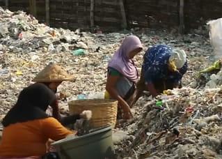 Her tjener bønder mer på å sortere søppel