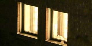 Slo seg gjennom vindu - rømte fra arresten