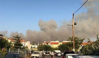 Brann på gresk ferieøy:Flere nordmennevakuert
