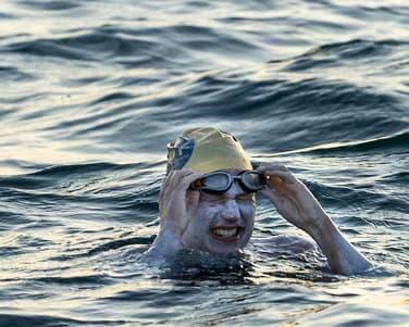 Sarah svømtei 54 timer