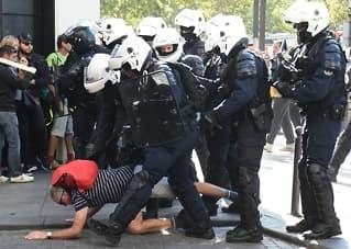 Fransk politi:Brukte tåregass mot demonstranter