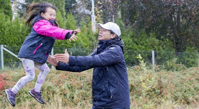 Foto av Odd Vidar Furubotn og dattera Jenny fra Valevåg, Sveio kommune